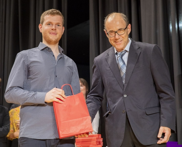 M. Hasenböhler/Head of Laboratory handing over the Prize to B. Gisi on 7th September 2018